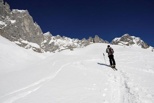 Skier on his way to Toerl Grat Pass, Wilder Kaiser Range, Tirol, Austria, Europe : Stock Photo
