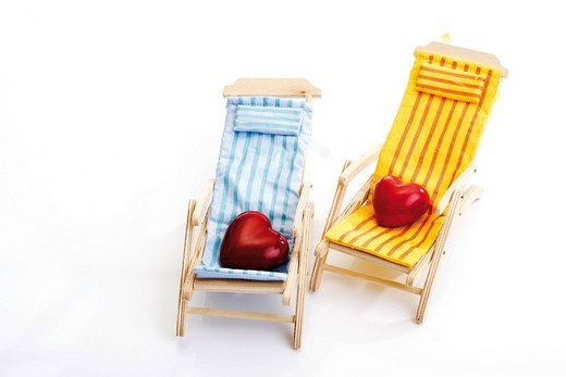 Stock Photo: 1848R-349561 Two hearts in deck chairs