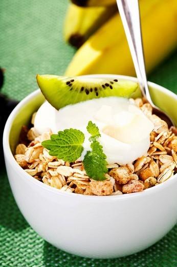 Muesli, quark, kiwi and bananas in a bowl : Stock Photo