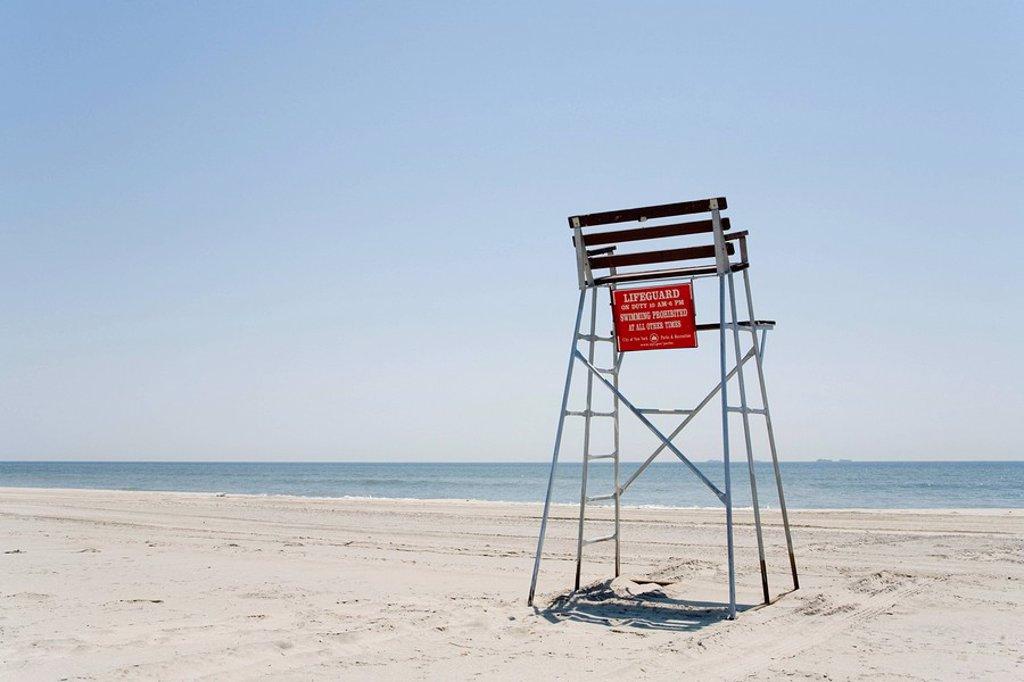 Empty lifeguard chair, Rockaway Beach, New York, USA : Stock Photo