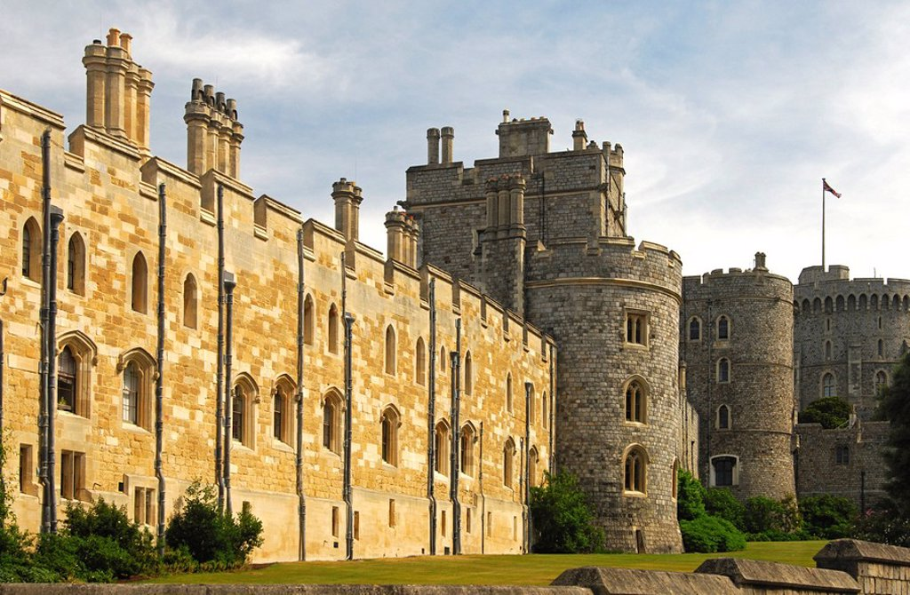Stock Photo: 1848R-350987 Facade of Windsor Castle, round tower on the right, Windsor, UK, Europe