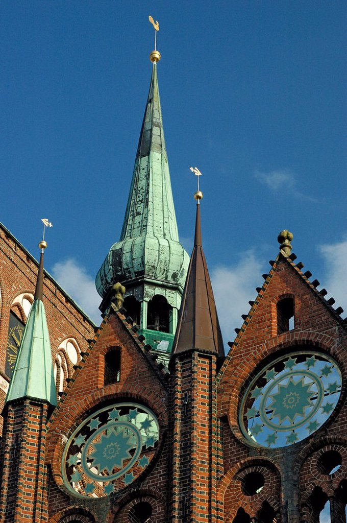 Stock Photo: 1848R-354427 Sankt_Nikolai Church and gable of cityhall at Stralsund Germany