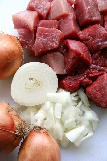 Stock Photo: 1848R-355747 Raw beef goulash and onions, goulash preparation