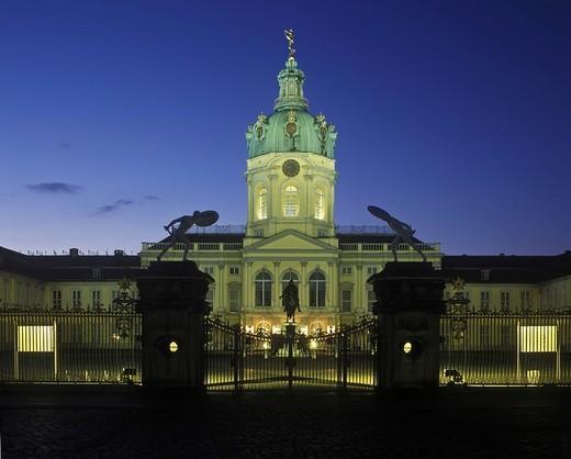 Stock Photo: 1848R-357117 Schloss Charlottenburg Palace at dusk, Berlin, Germany, Europe