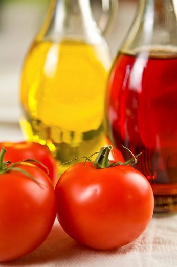 Stock Photo: 1848R-357501 Tomatoes with oil and vinegar