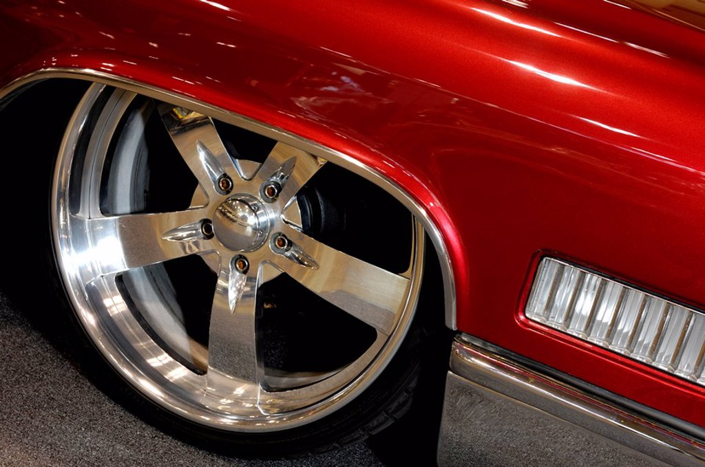 Shiny chrome plated custom classic car wheel : Stock Photo