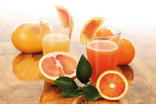 Glasses of fresh orange and grapefruit juice : Stock Photo