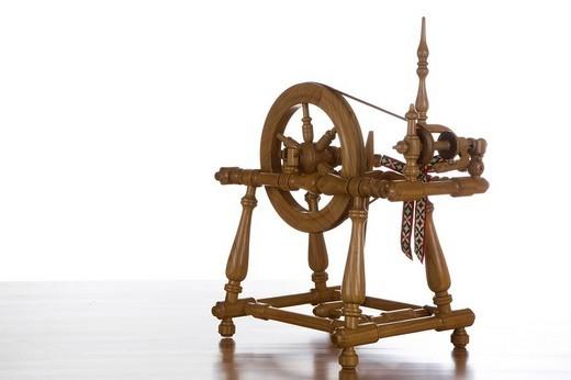 Spinning-wheel : Stock Photo