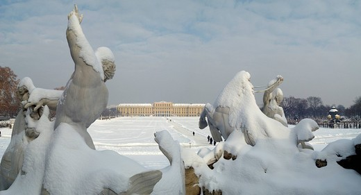 Stock Photo: 1848R-362600 Font of Neptun and palace Schönbrunn in winter Vienna Austria