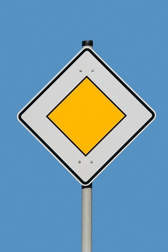 Traffic sign - main thoroughfare : Stock Photo