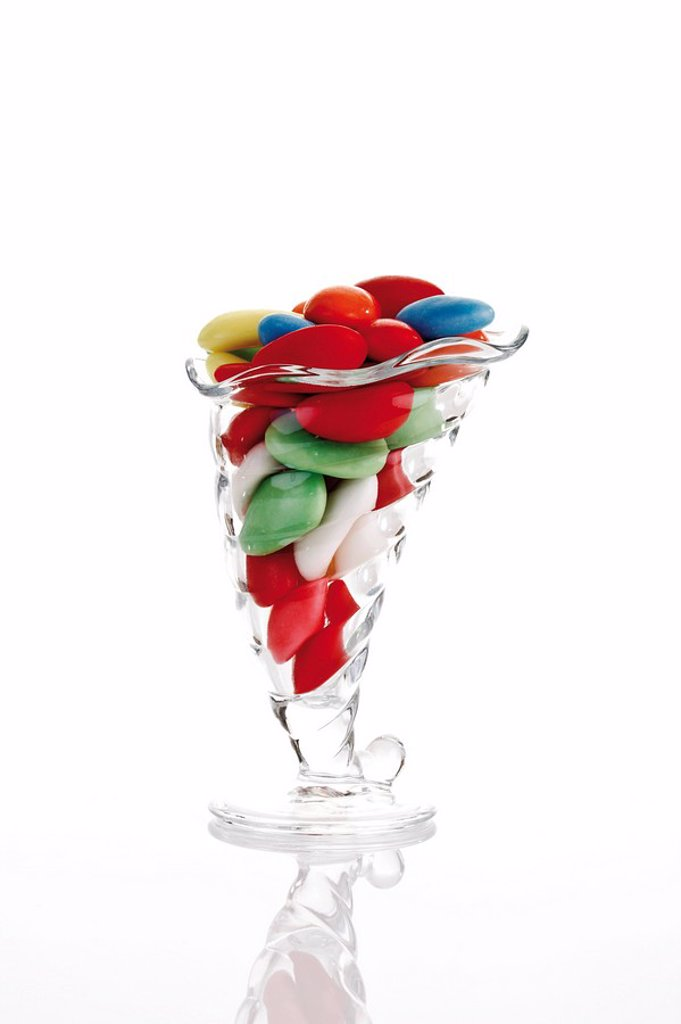 Stock Photo: 1848R-365347 Candy easter eggs in a glass