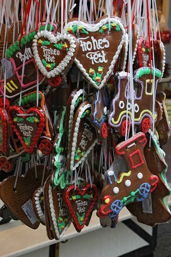 Stock Photo: 1848R-367829 Merry Christmas - gingerbread hearts at a Christmas market