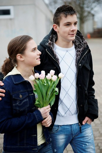Young couple in love, with a flower bouquet : Stock Photo