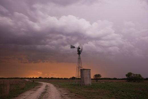 Wind mill at sunset, Sinton, Corpus Christi, Coastal Bend, Texas, USA : Stock Photo