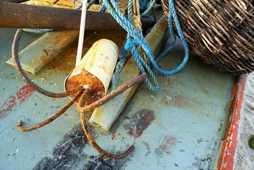 Simple anchor and ropa on a traditional fishing boat Jangada, Iguape near Fortaleza, Ceara, Brazil : Stock Photo
