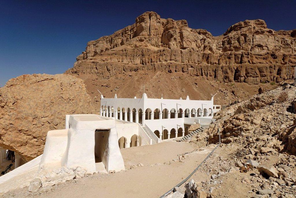 Grave site of the prophet Hud, pilgrimage site of Gabr Hud, Qabr Hud, Wadi Hadramaut, Yemen : Stock Photo