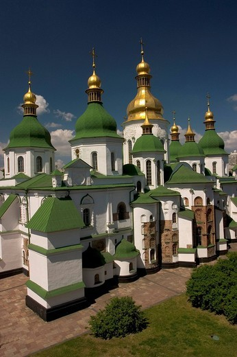 Stock Photo: 1848R-374213 Ukraine Kiev Sophien cathedral 1054 the 13 domes of the cathedral historical building golden domes and crosses shines in the sun blue sky 2004