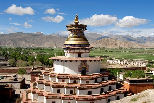 Stock Photo: 1848R-375788 View of the Kumbum with the surroundings Pelkor Chöde Monastery Gyantse Tibet China