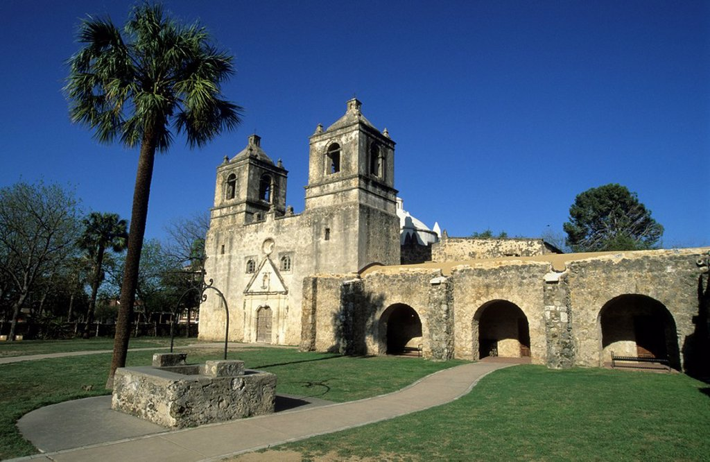 Stock Photo: 1848R-376044 Spanisch missionchurch Mission Conception of 1731, San Antonio, Texas, USA