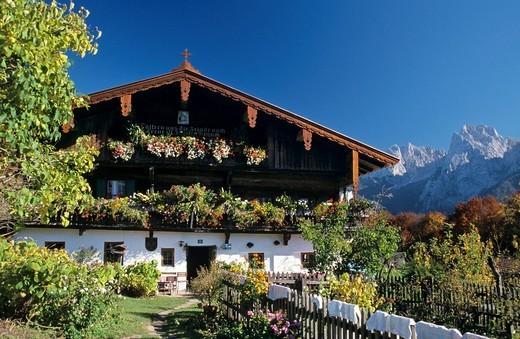 Farmhouse Hinterkaiser in front of mountain Wilder Kaiser in valley Kaisertal Tyrol Austria : Stock Photo