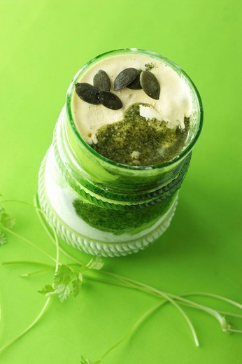 Vanilla icecream with sweet pesto made with chervil, pumpkin seeds and honey : Stock Photo