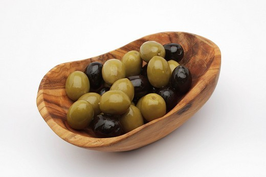 Stock Photo: 1848R-380043 Green and black olives in a bowl made of olive wood