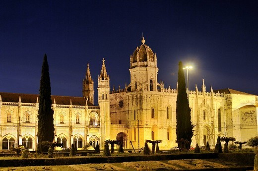 Stock Photo: 1848R-383103 Hieronymites Monastery, Mosteiro dos Jeronimos, at night, UNESCO World Heritage Site, Manueline style, Portuguese late_Gothic, Belem, Lisbon, Portugal, Europe