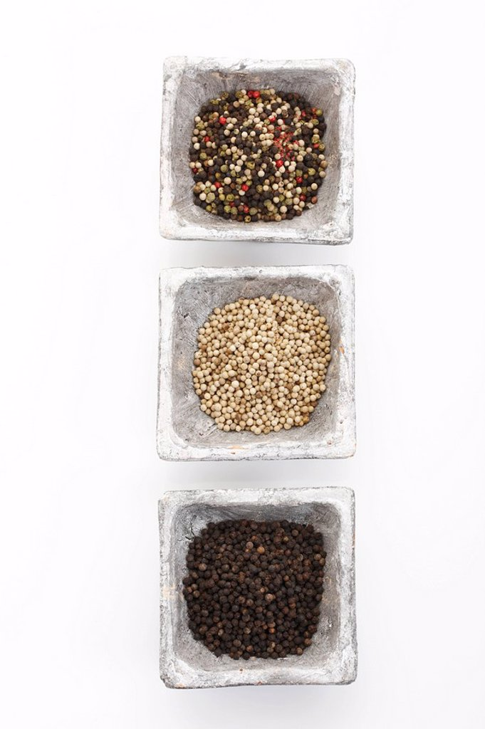 Stock Photo: 1848R-385018 Black white and mixed peppercorns