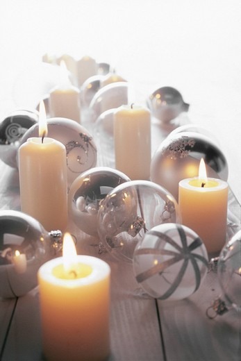 Stock Photo: 1848R-386524 Candles and white christmas tree ball ornament