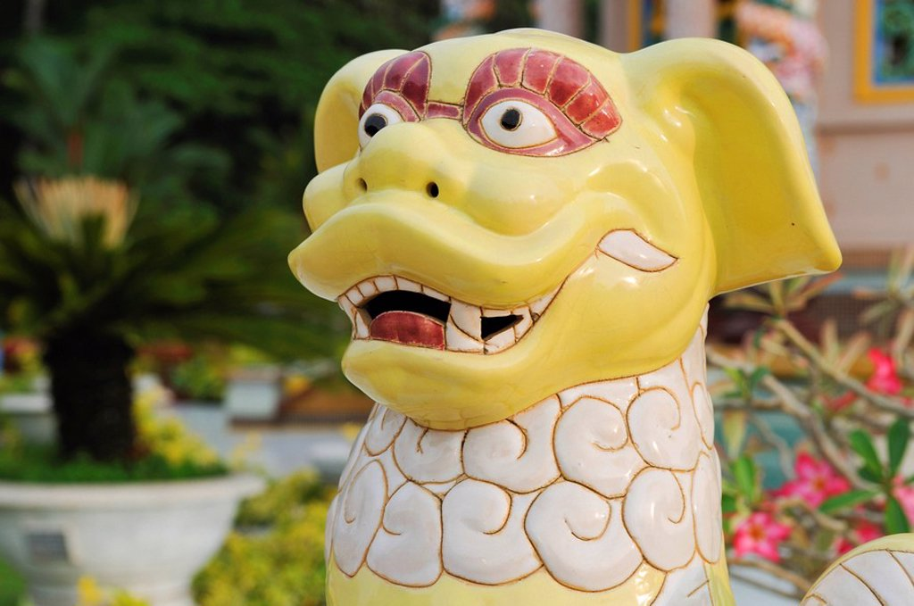 Stock Photo: 1848R-388350 Porcelain dragon, Tay Ninh, Vietnam, Asia