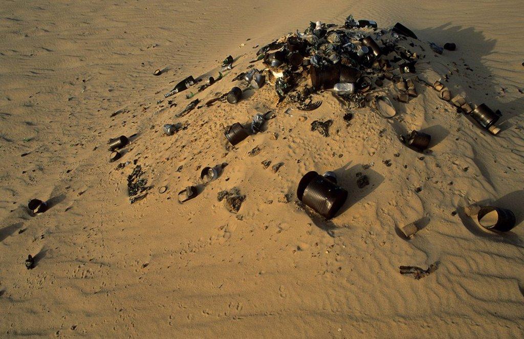 Stock Photo: 1848R-388766 Heap of gargage in the desert, Libya