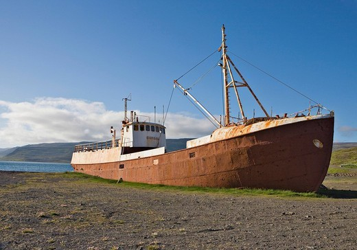 Rusted Garðar Ba64, Iceland´s oldest ship, built in 1912 in Norway, Osafjoerður, Western Fjord, Iceland, Atlantic Ocean : Stock Photo