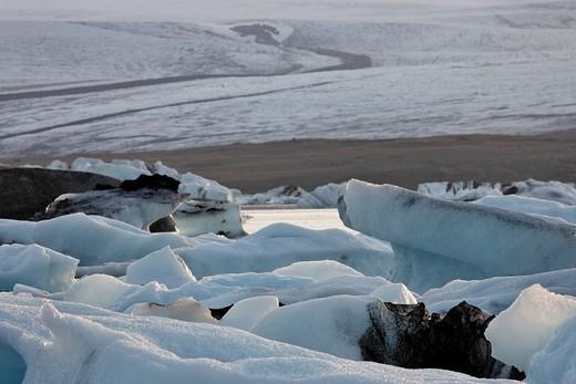Icebergs with Breiðamerkurjoekull Glacier in the background, Joekulsarlon glacial lake, southern coast of Iceland, Atlantic Ocean : Stock Photo