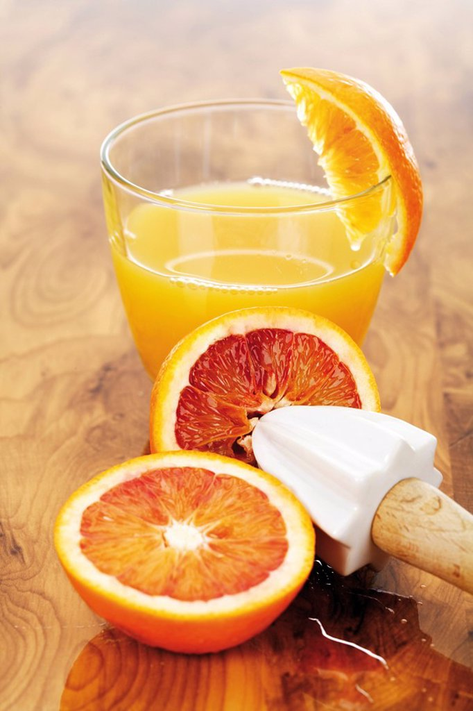 Stock Photo: 1848R-399331 Blood oranges and a glass of orange juice