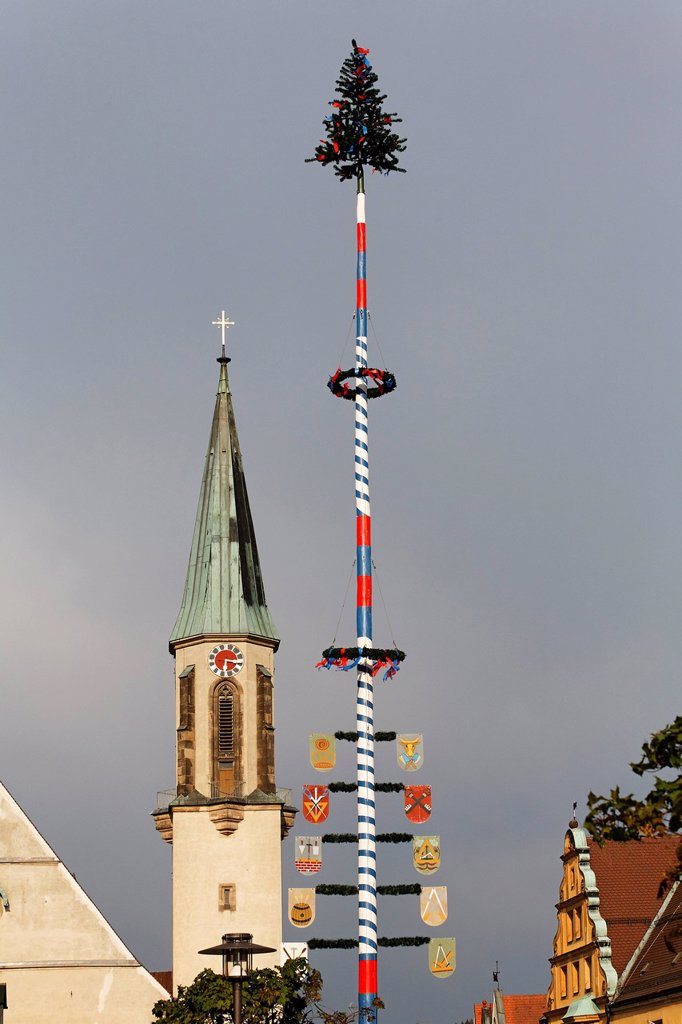 Stock Photo: 1848R-503194 Kemnath maypole and church _ Upper Palatinate Bavaria Germany