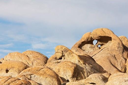Heart Arch, natural rock arch, Alabama Hills, Sierra Nevada, California, USA : Stock Photo