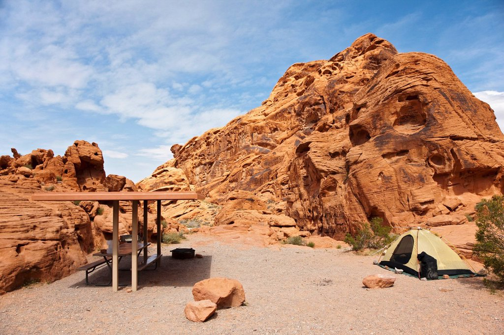 Stock Photo: 1848R-504023 Camping in the Valley of Fire State Park, Nevada, USA