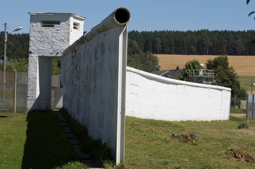 Border to the former GDR, remains of wall and barrier in the divided village of Moedlareuth, German_German Museum Moedlareuth, Bavaria _ Thuringia, Germany, Europe : Stock Photo