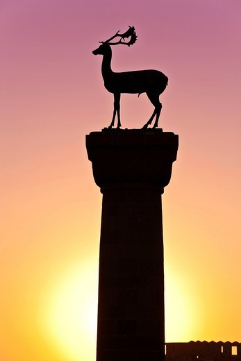Stock Photo: 1848R-506536 Stag statue at the entrance to the port of Mandraki, landmark, Rhodes town, Rhodes island, northern part of Greece, Aegean Sea, Southern Europe, Europe