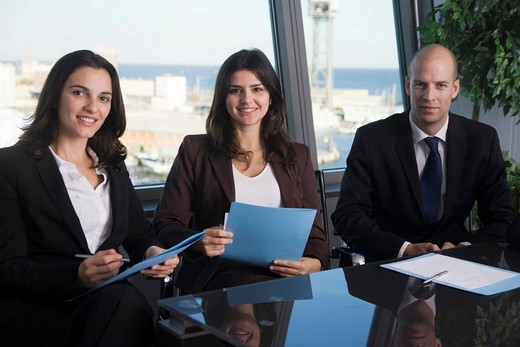 Stock Photo: 1848R-506986 Business team, three business people introducing themselves
