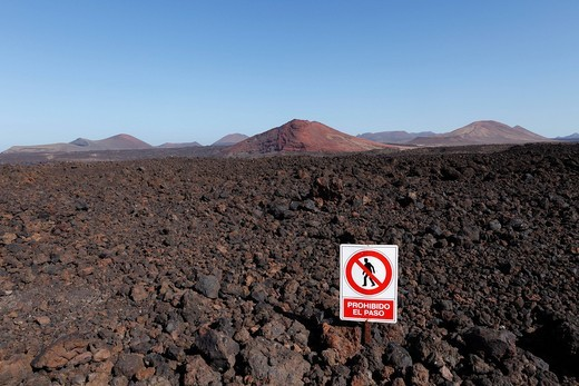 No Entry sign, Prohibito El Paso, Parque Natural de los Volcanes, Los Volcanos National Park, volcanos, Lanzarote, Canary Islands, Spain, Europe : Stock Photo