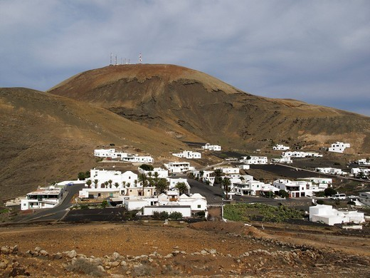 Village of Femés, Atalaya de Femes volcano, Lanzarote, Canary Islands, Spain, Europe : Stock Photo