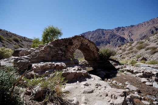 Stock Photo: 1848R-514743 Puente Picheuta Historico, historic bridge, allegedly built by the troops of the Argentine national hero San Martin, Andes near Mendoza, Argentina, South America