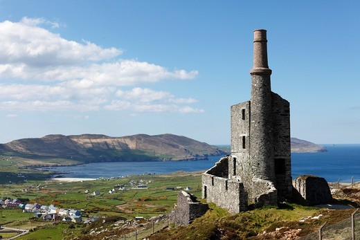 Stock Photo: 1848R-515329 Ruins of the engine room of a copper mine, Allihies, Slieve Miskish Mountains, Beara Peninsula, County Cork, Ireland, British Isles, Europe