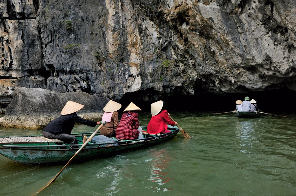 Stock Photo: 1848R-518609 Near Ninh Binh, Tam Coc Caves, dry Halong Bay, Vietnam, Southeast Asia