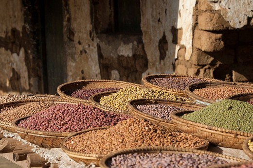 Stock Photo: 1848R-518741 Various dried pulses in basket at market, Arusha, Tanzania, Africa