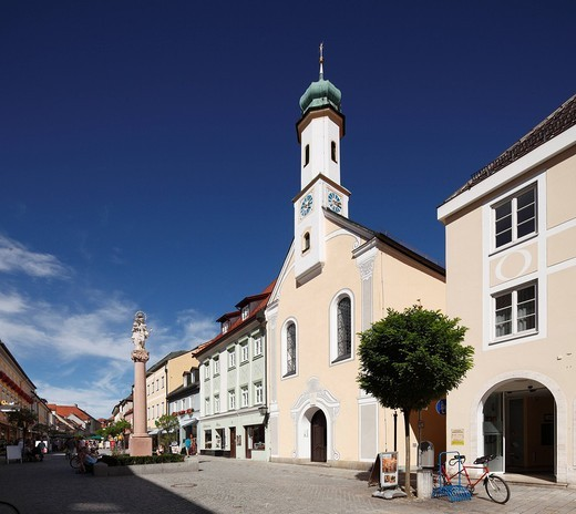 Stock Photo: 1848R-519738 Marian Column and Church of Maria Hilf on Untermarkt, Lower Market square, Murnau, Upper Bavaria, Bavaria, Germany, Europe