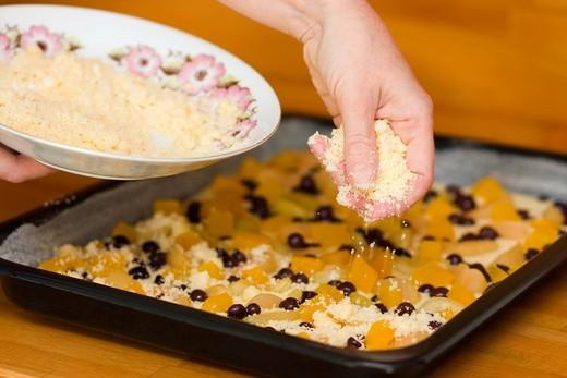 Preparation of stuffed cake : Stock Photo