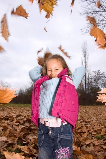 Stock Photo: 1848R-520234 Playing girl, 4 years, outdoors in autumn