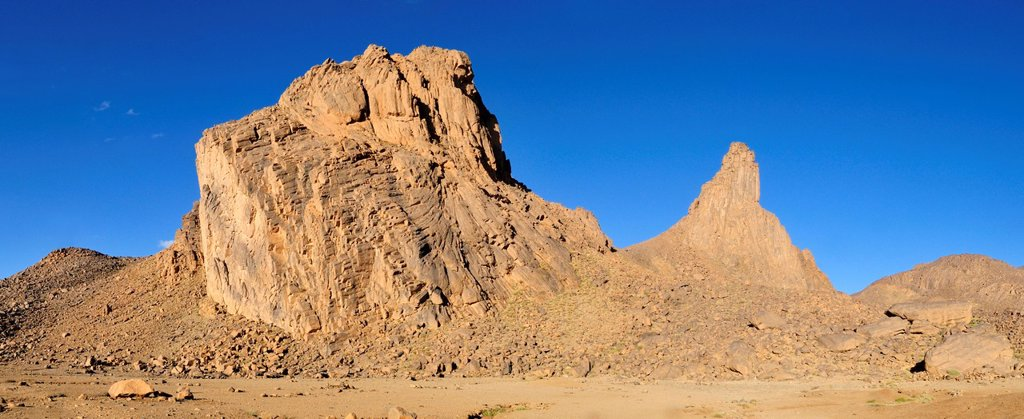 Volcanic rock formation in the Hoggar, Ahaggar Mountains, Wilaya Tamanrasset, Algeria, Sahara, North Africa, Africa : Stock Photo